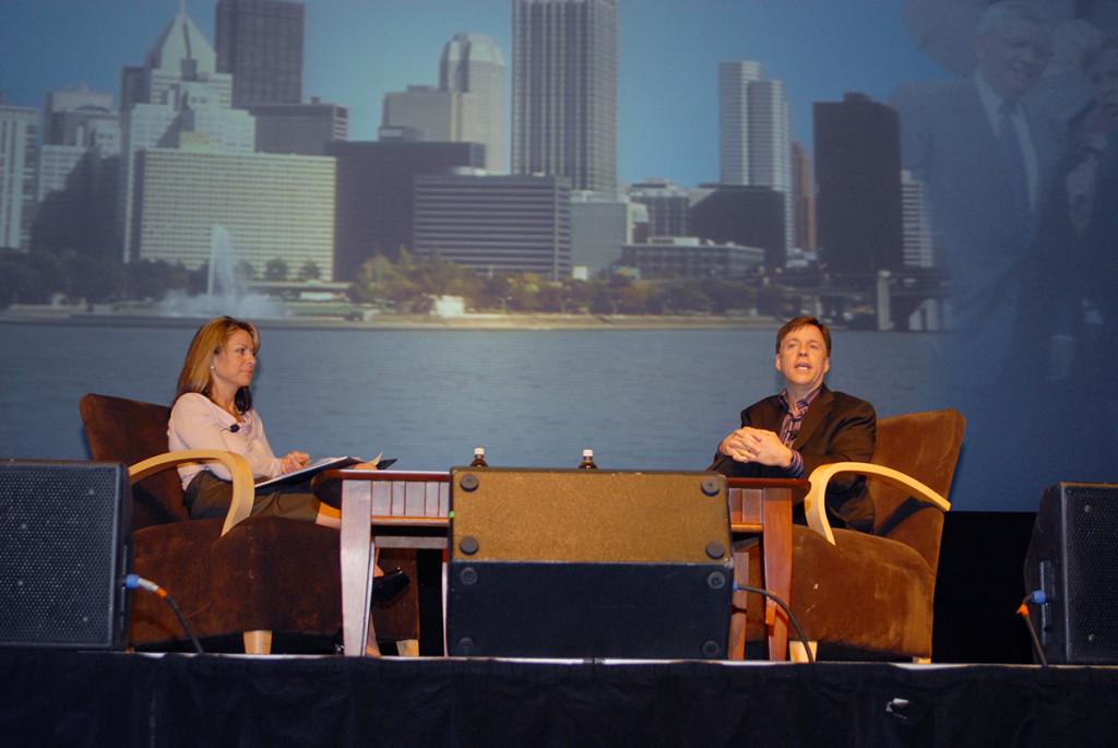 SportsTravel Associate Publisher Lisa Furfine and Emmy-winning broadcaster Bob Costas at TEAMS 2008
